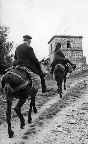 Los abuelos subiendo a la ermita (1964).